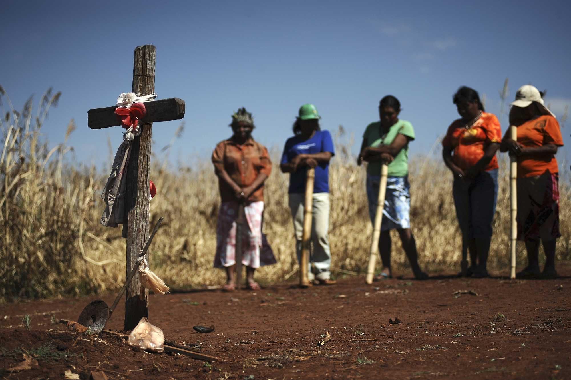 Guarani Kaiowá Indians gather for a fellow Indian killed by a farmer - Lunae Parracho/Reuters